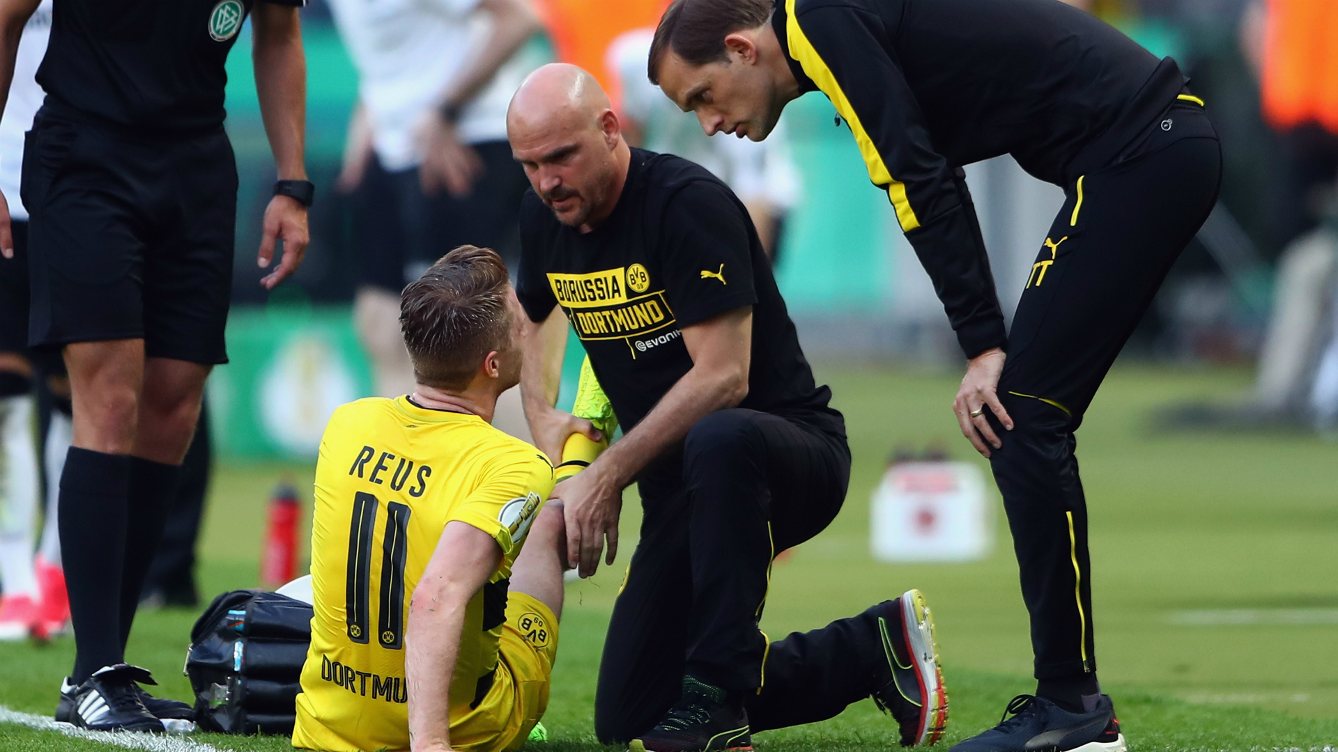 Marco Reus out 'Several Months' Following Knee Injury