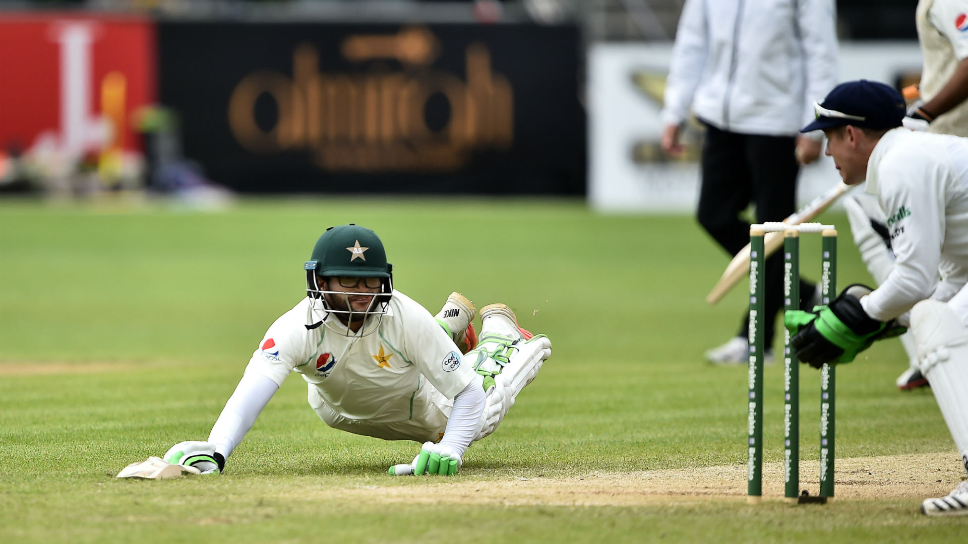Pakistan collapse gives Ireland hope of remarkable Test victory class=