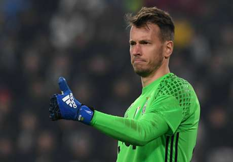 Valencia snap up goalkeeper Neto