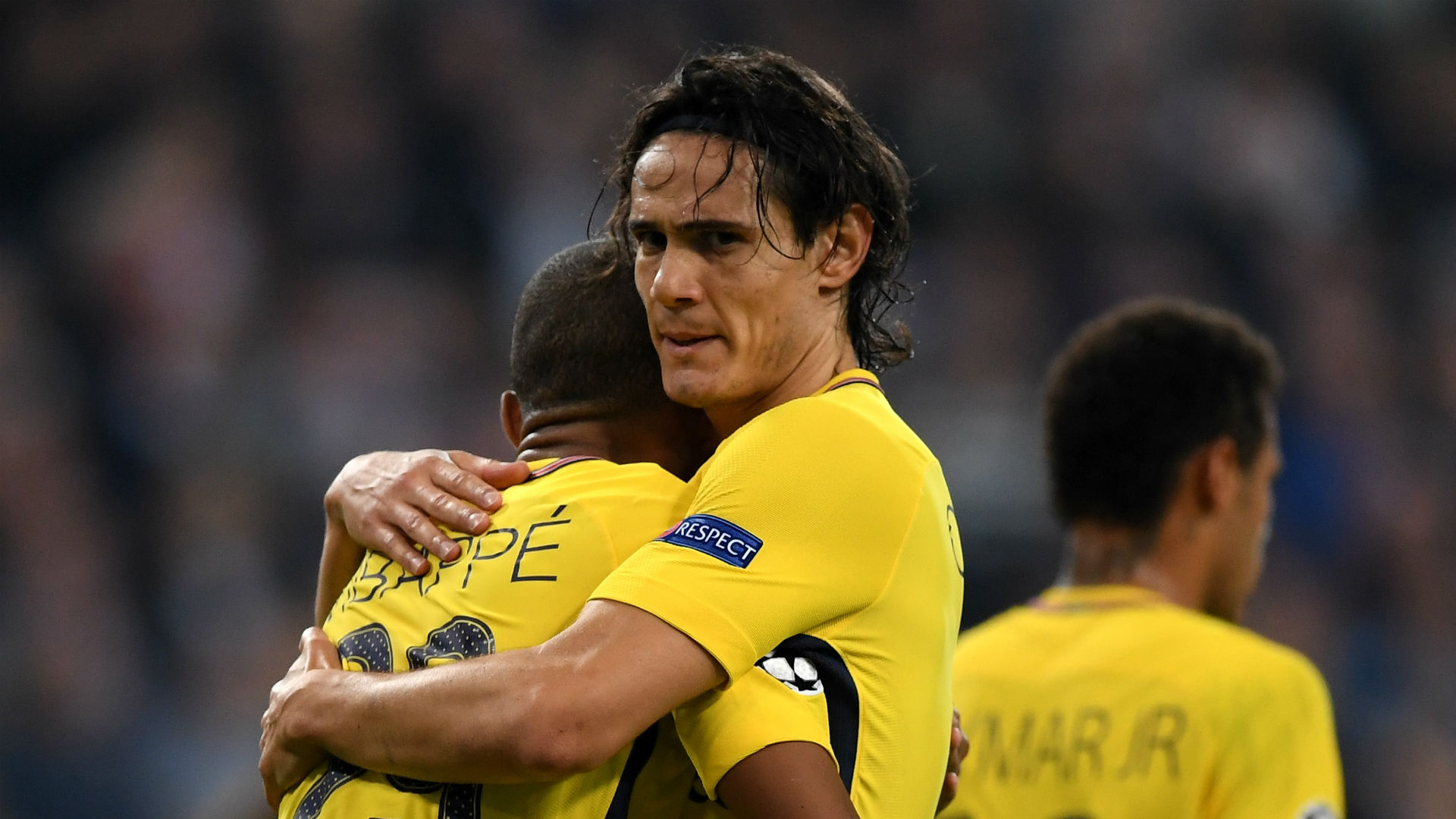 100 up for Cavani as PSG crush Angers