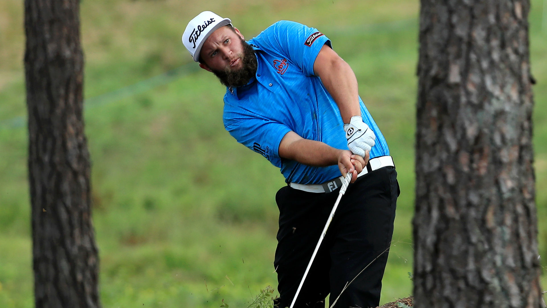 Andrew 'Beef' Johnston changes pants on 12th green at Scandinavian Masters
