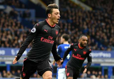 Mertesacker lauds back-to-his-best Ozil