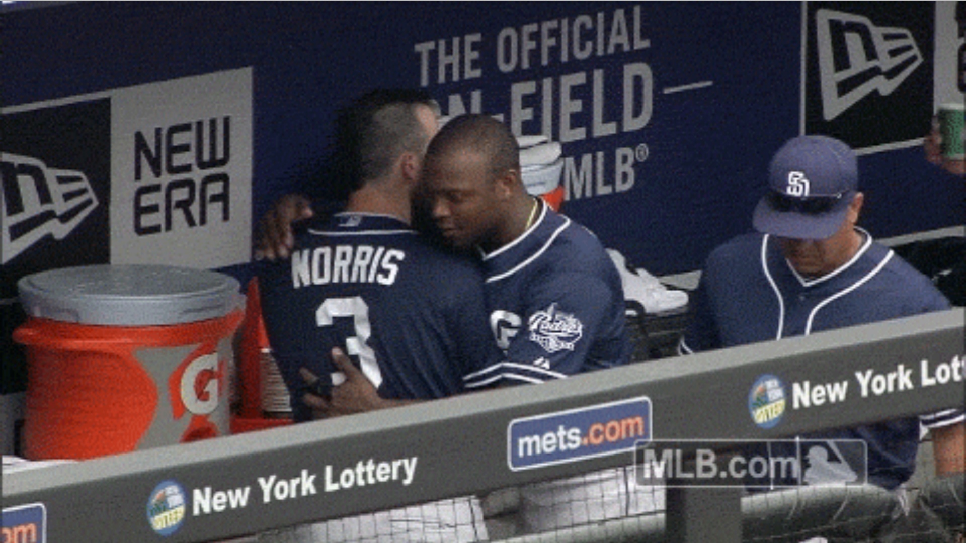 Justin Upton trolls amid trade rumors, gives fake hugs to teammates