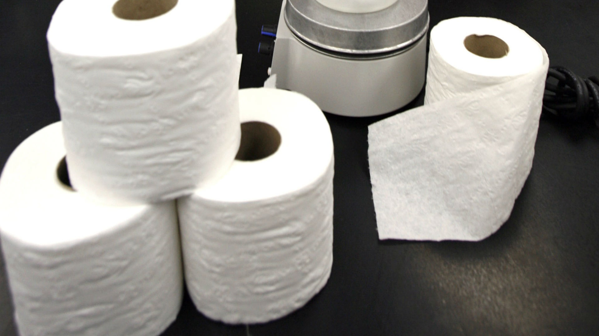 Jets bring 350 rolls of toilet paper because London\'s is too thin ...