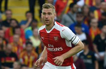 Arsenal defender Mertesacker out 'a few months' with knee injury