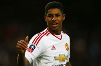 Rashford signs Manchester United renewal