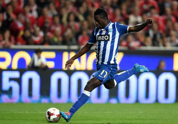 Official: West Brom sign Porto's Varela on loan