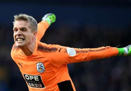 Huddersfield wrap up Lossl deal