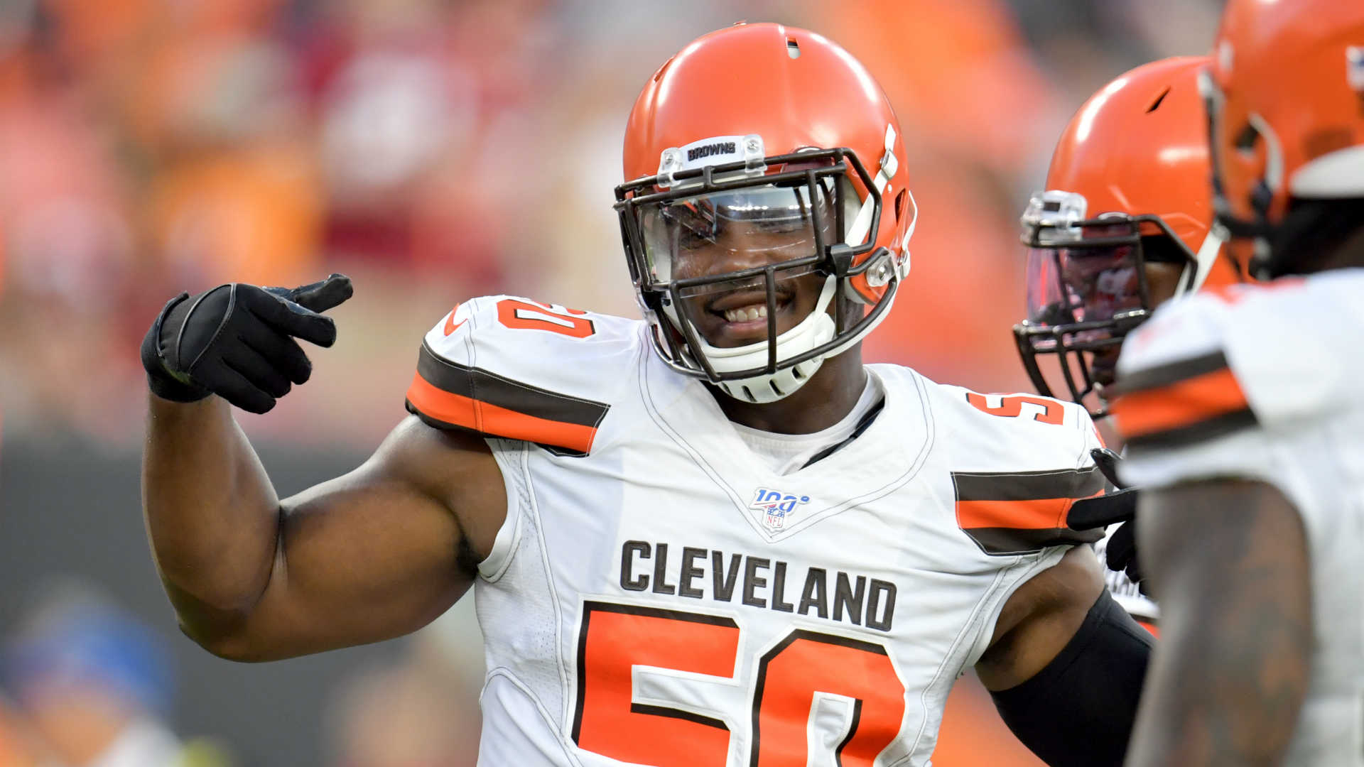 Browns' Chris Smith plays for late girlfriend 'to stay strong,' end 'a hard week'