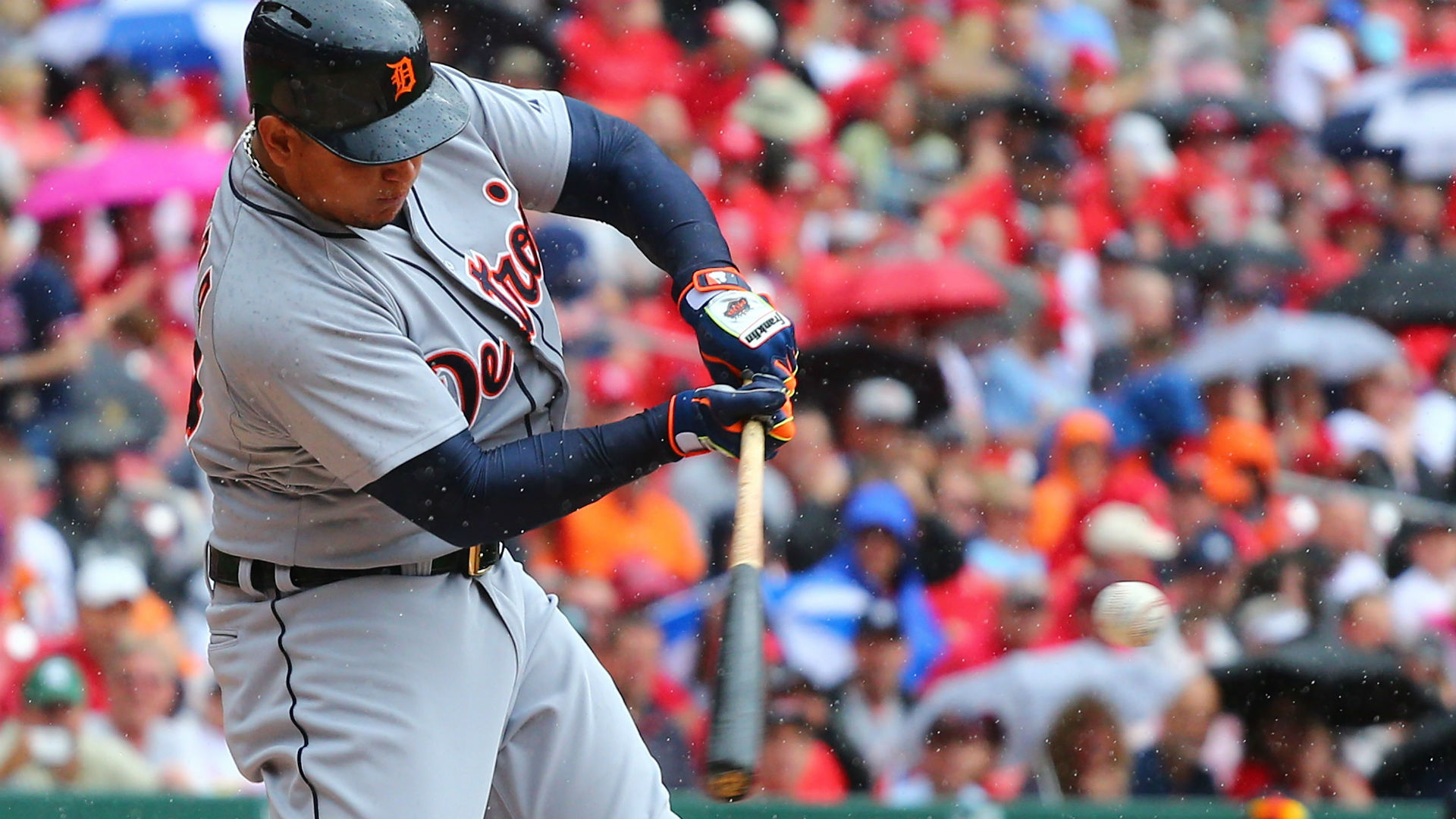 Tigers lose Miguel Cabrera for six weeks after calf injury