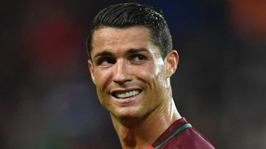 http://images.performgroup.com/di/library/omnisport/d2/42/cristiano-ronaldo-cropped_1teg06ukc2thq1rt8npxwifi5p.jpg?t=1826271765&quality=90&h=630
