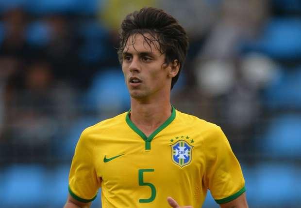 Versatility and leadership: Rodrigo Caio fits Dunga's bill