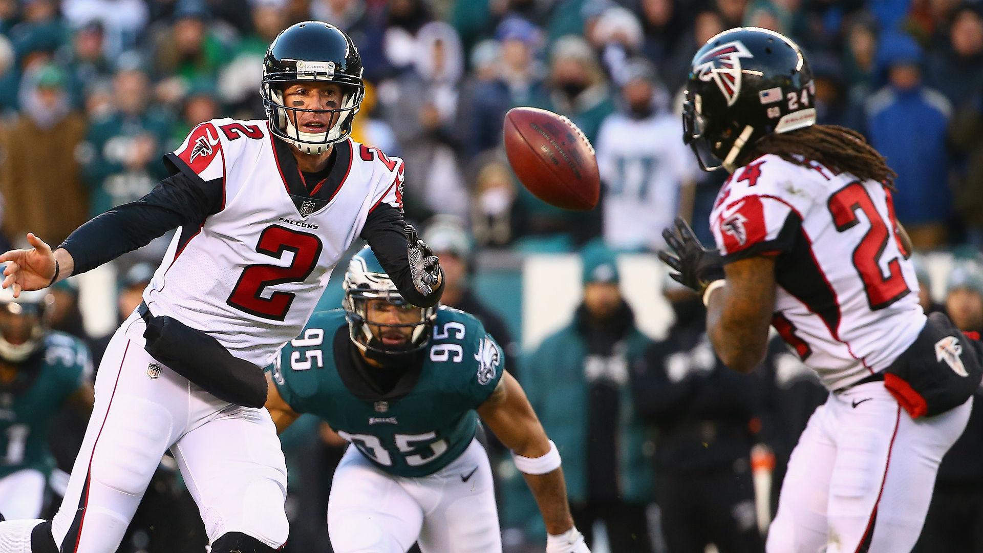 Devonta Freeman struggles on the ground in Falcons' season-ending loss