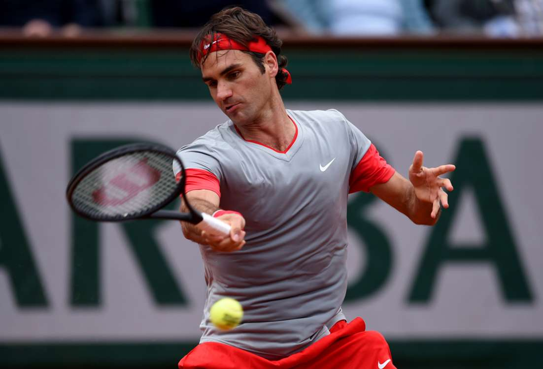 Federer cruises through on day of no suprises