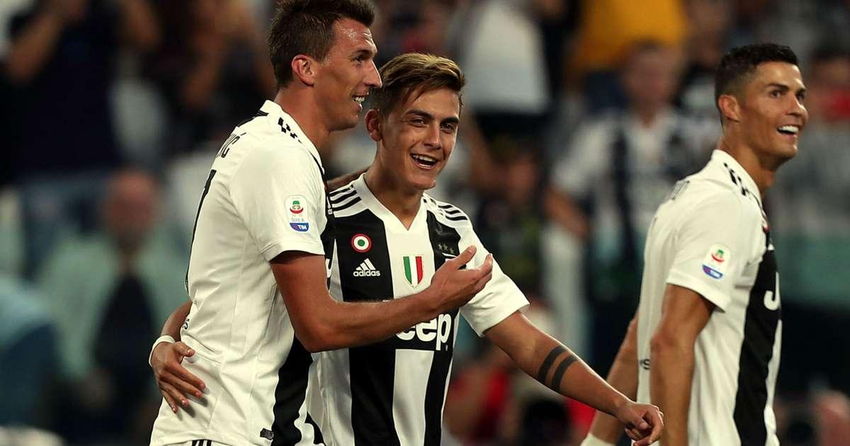 Juventus 3 Napoli 1 Mandzukic Double Deals Serie A Title Rivals A Blow