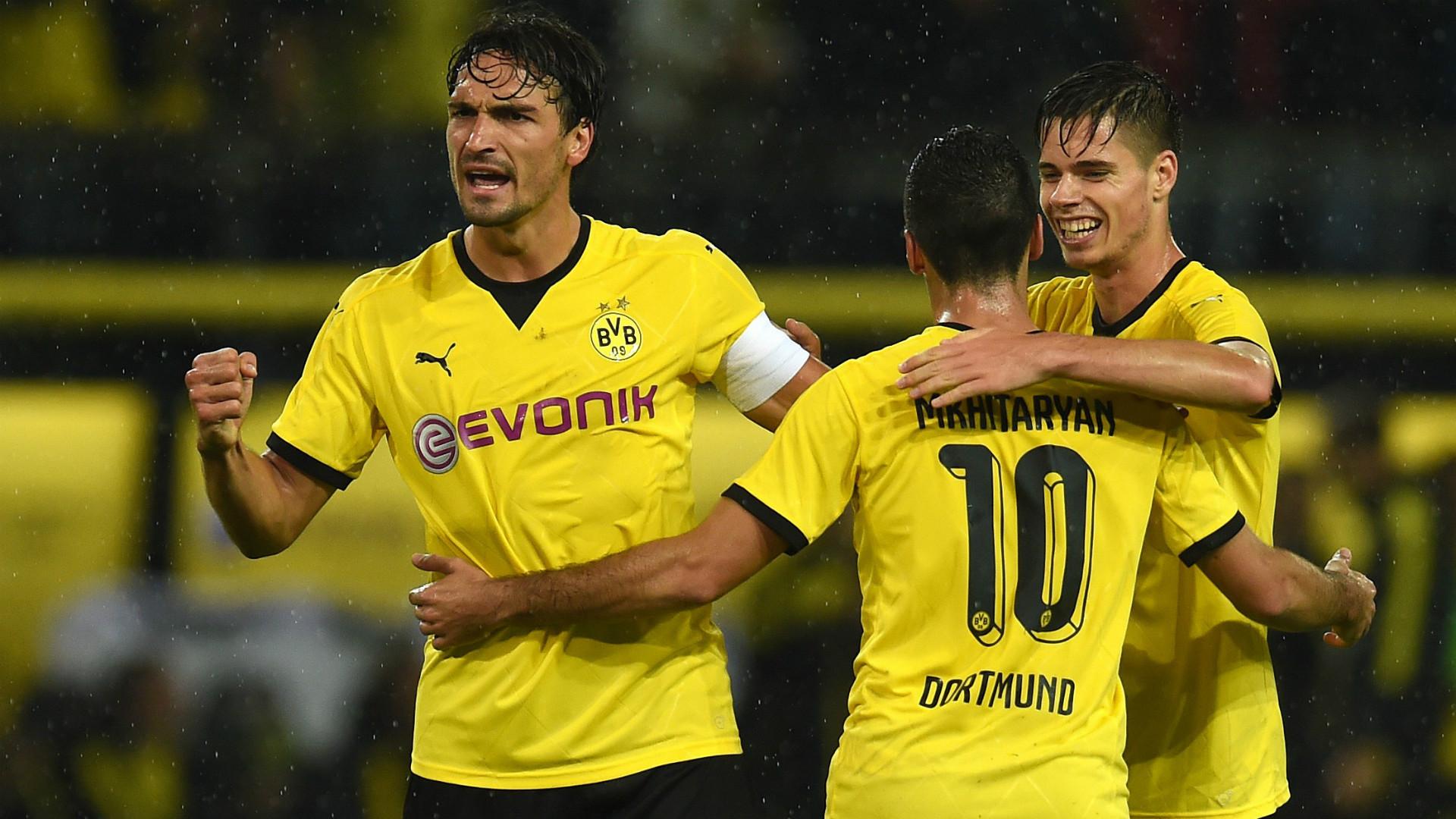 Walker urges Tottenham to keep Pochettino