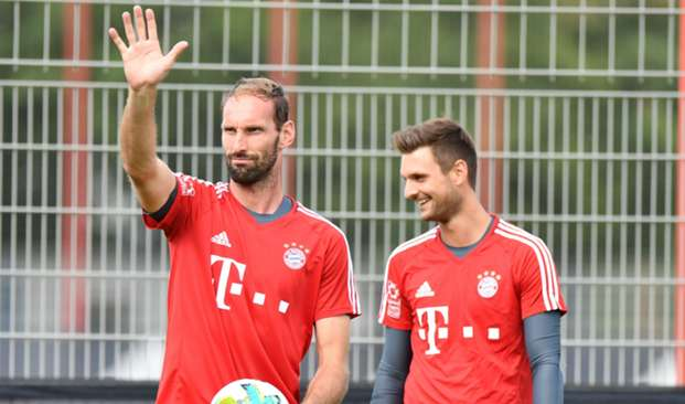 Tom Starke (L) and Sven Ulreich (R) - cropped