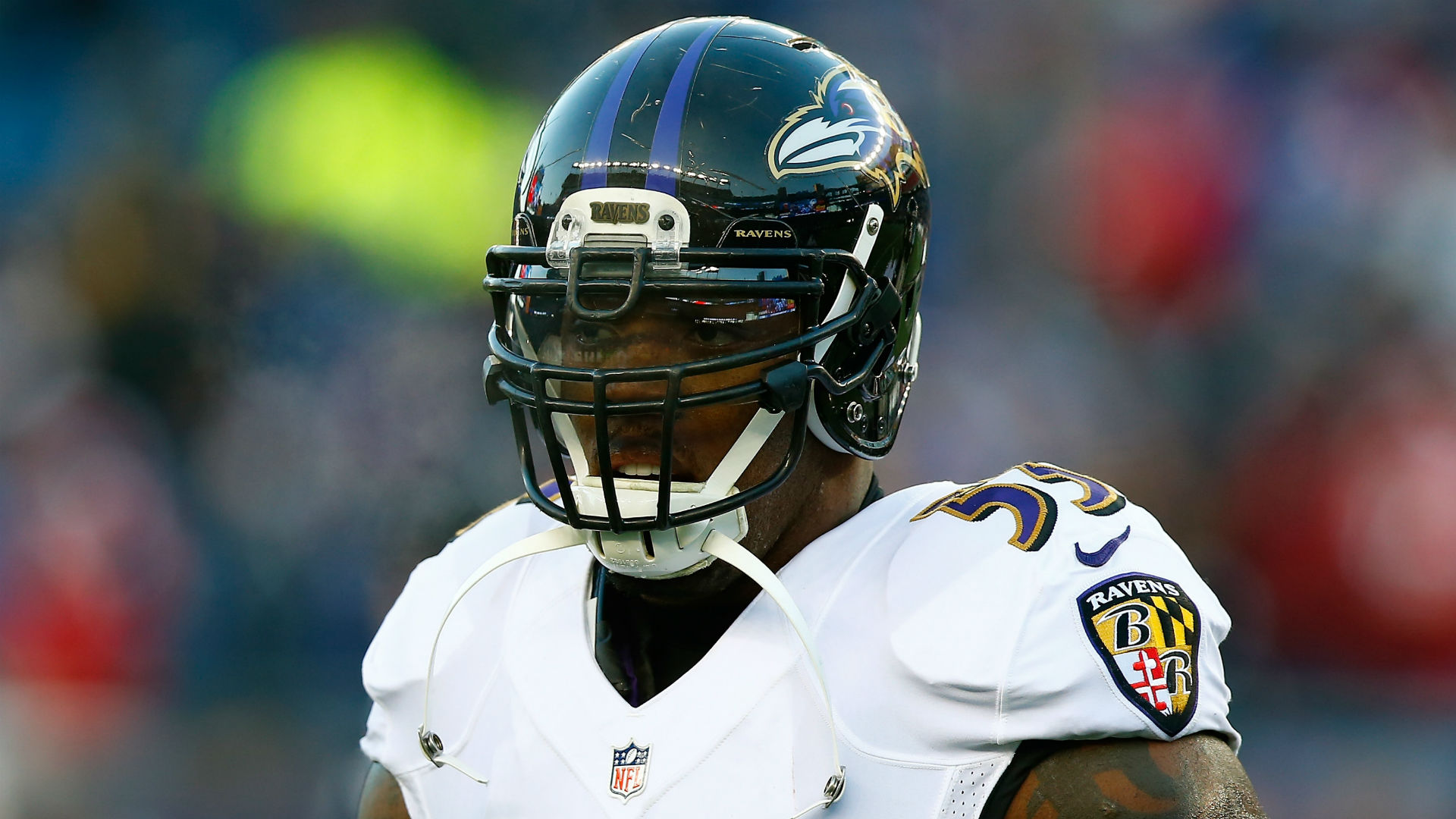 Ravens linebacker Terrell Suggs suffers torn biceps reports say