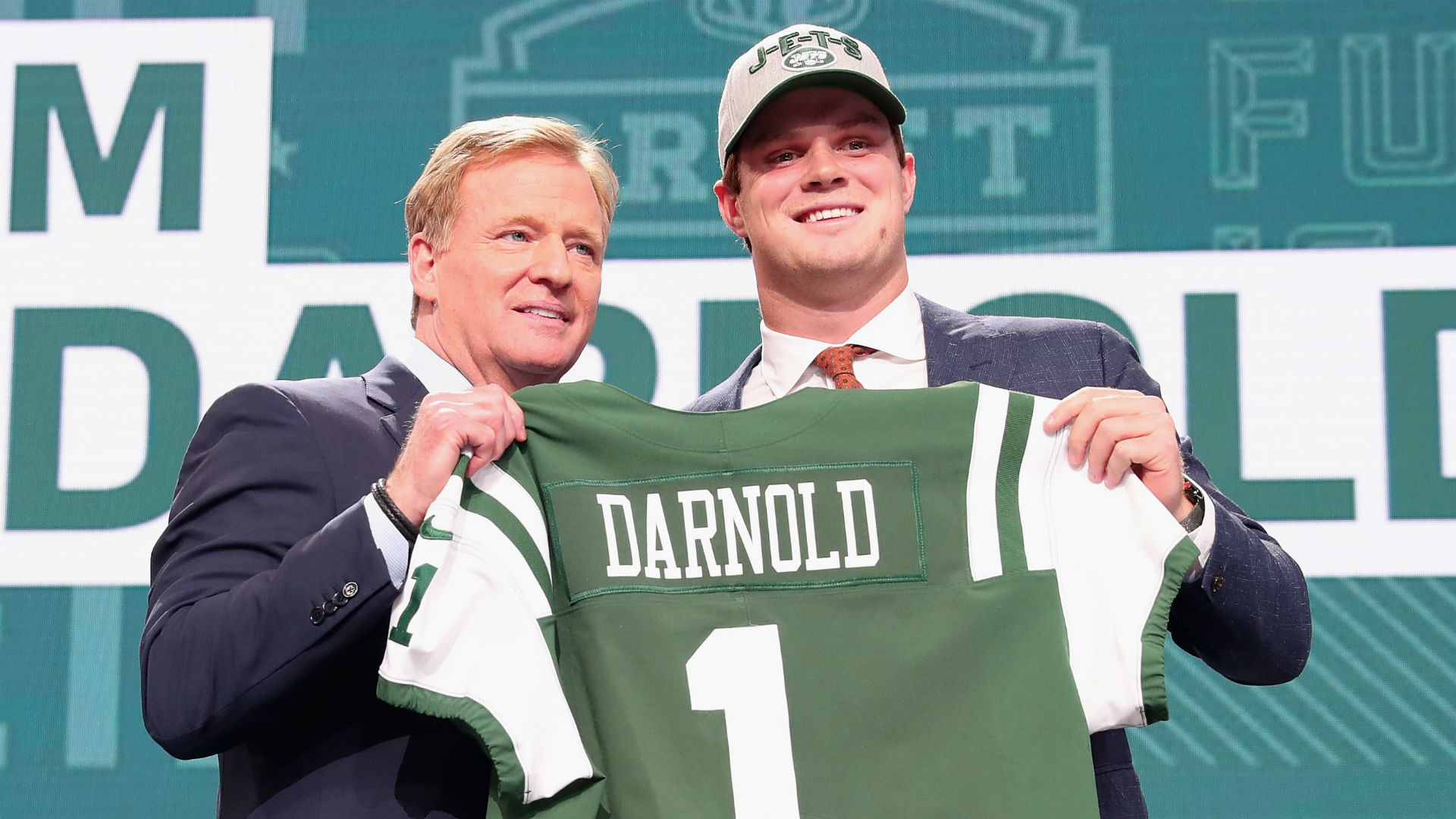 Jets Sign Sam Darnold, QB Starts Practicing