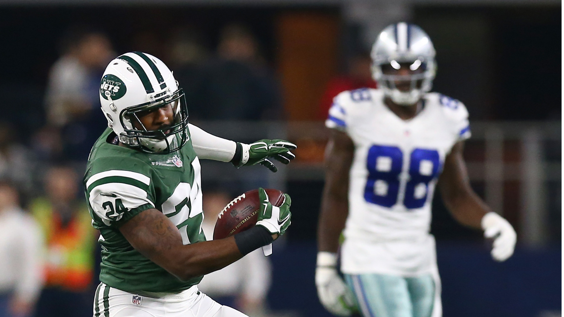 Dez Bryant recruits Darrelle Revis in tweet