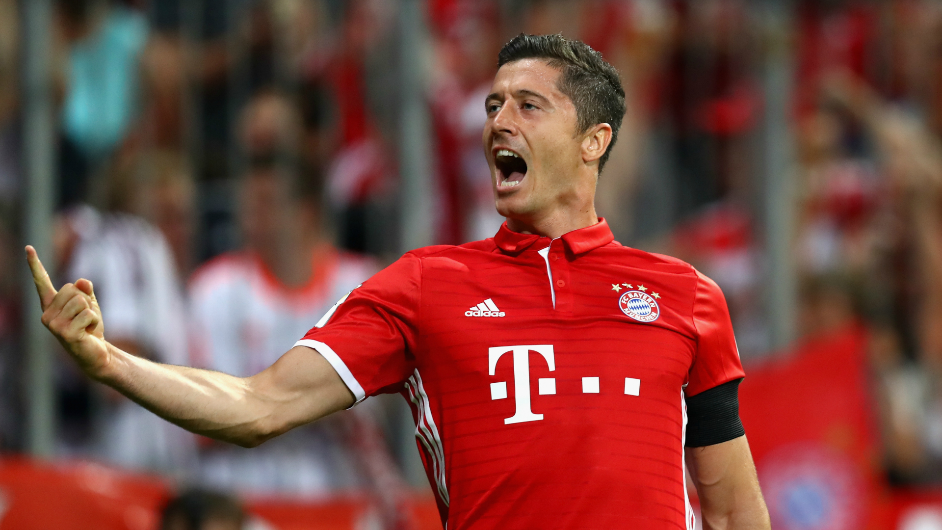 Lewandowski Hat-Trick Gives Bayern Dream Start