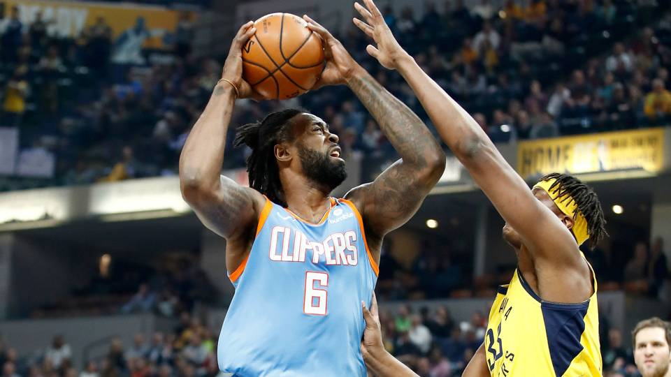 NBA trade rumors: Clippers center DeAndre Jordan may opt into contract, Mavericks interested in potential deal