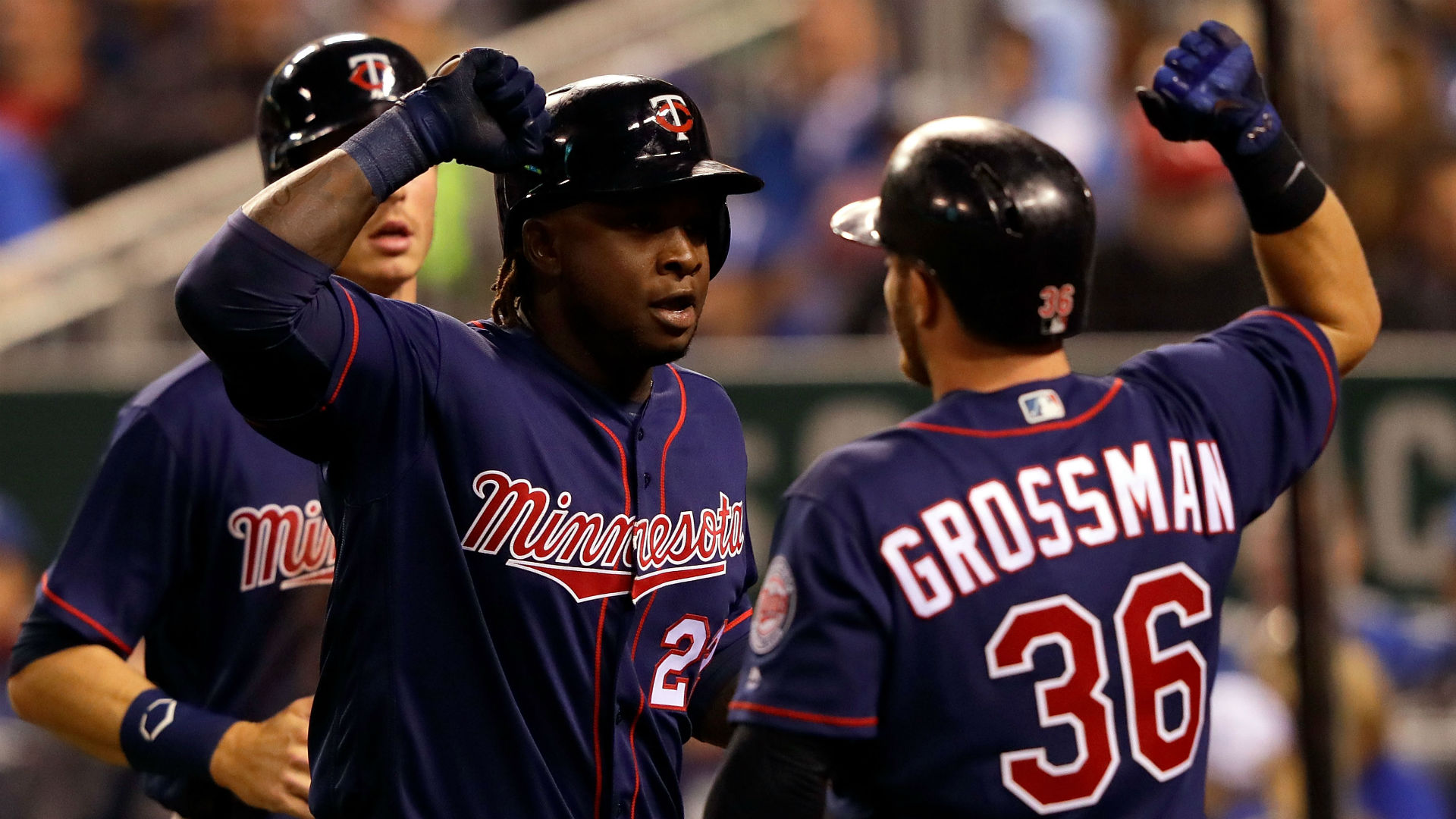 Santana, Twins stay on roll