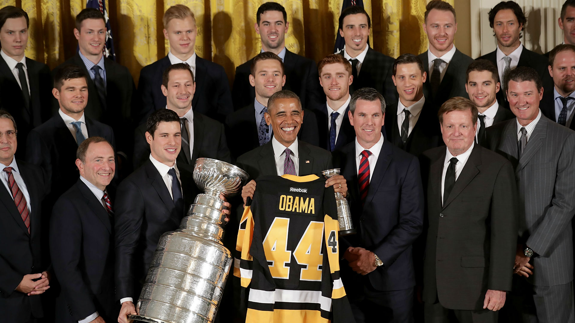 Penguins-with-president-obama_nkdvvea0o9fq1x66acb1mb0j3