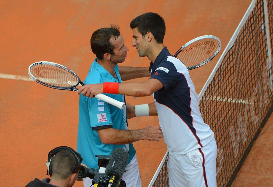 Djokovic, Wawrinka win Rome openers