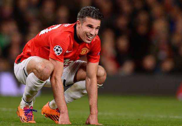 Moyes expecting April return for Van Persie