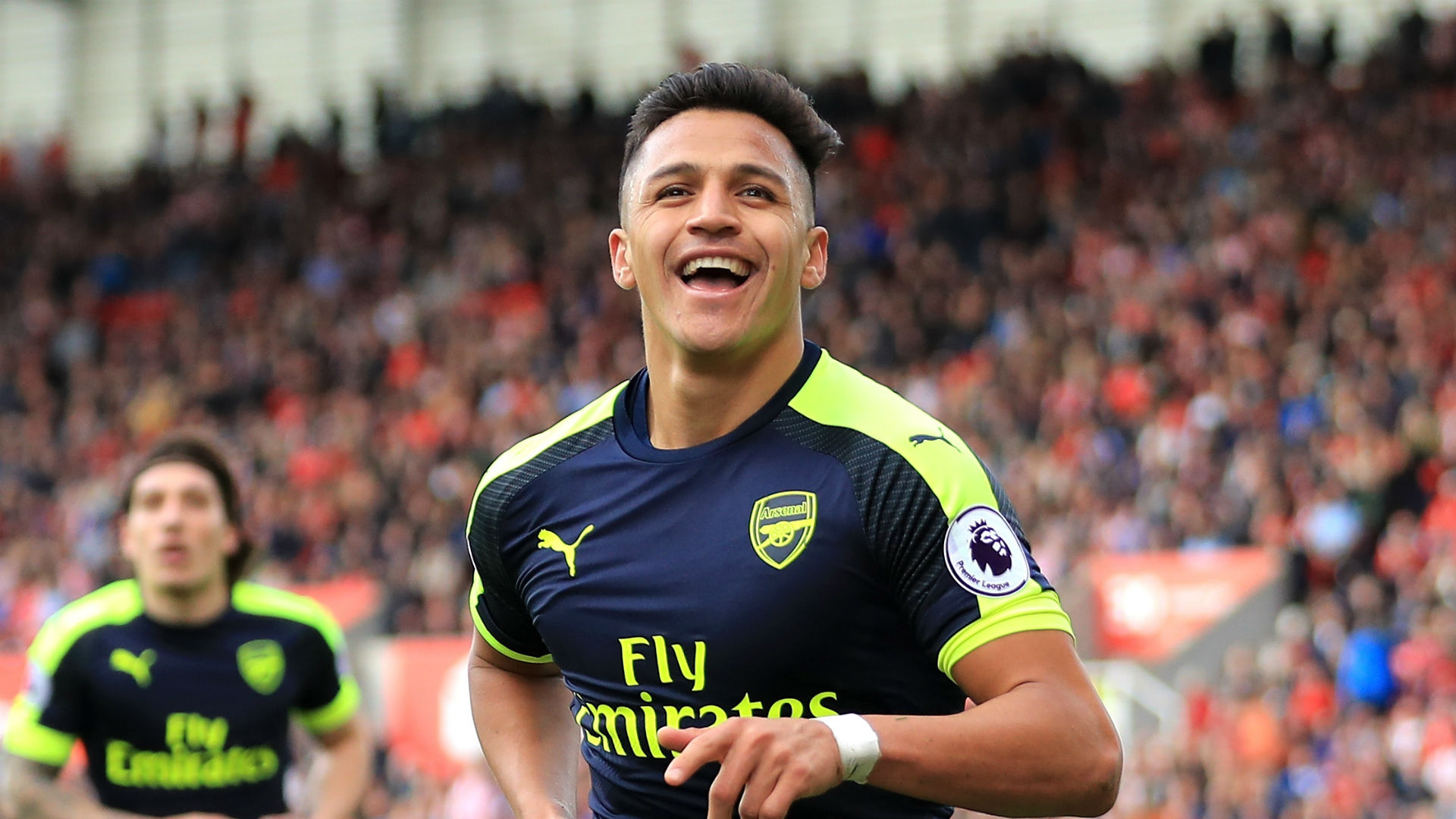 Alexis Sanchez brace keeps alive Arsenal's top-four fight