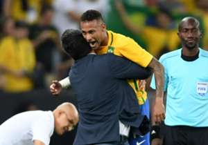 Micale embraces with Neymar after Brazil win gold in Rio