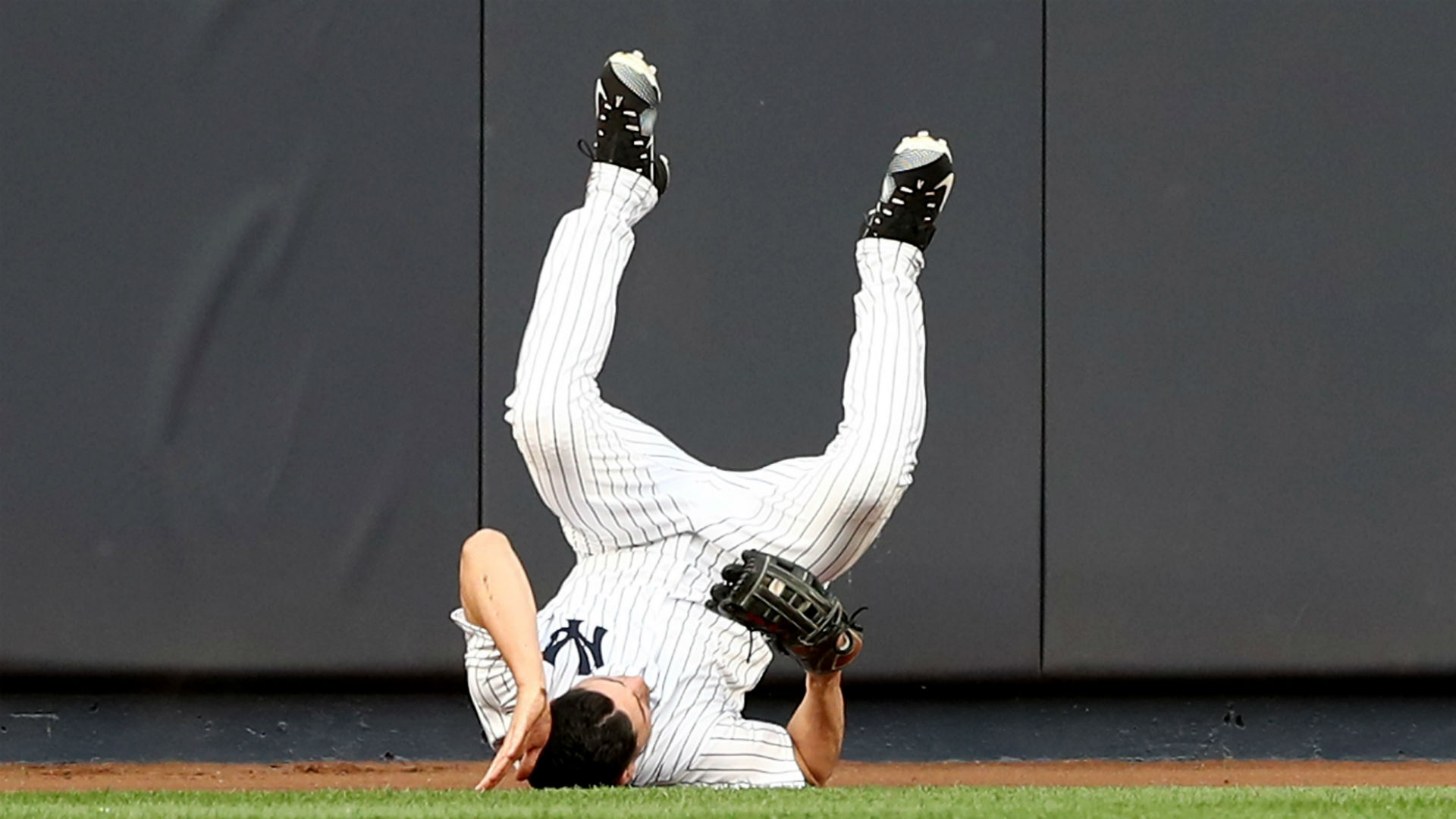 Jacoby Ellsbury Exits Game With Concussion After Slamming Into Outfield Wall