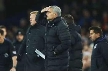 Sloppy Manchester United let late points slip yet again