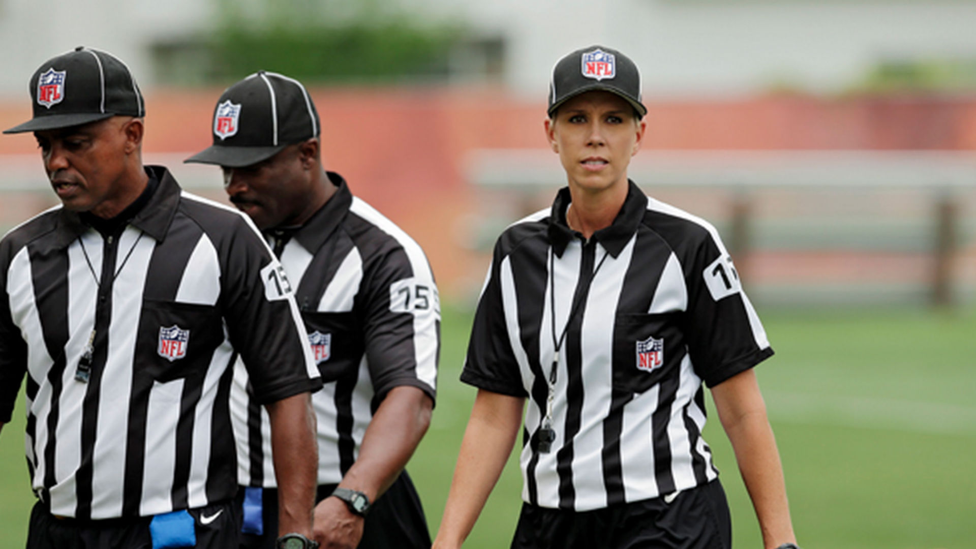 Former NFL exec wants female official Sarah Thomas booed
