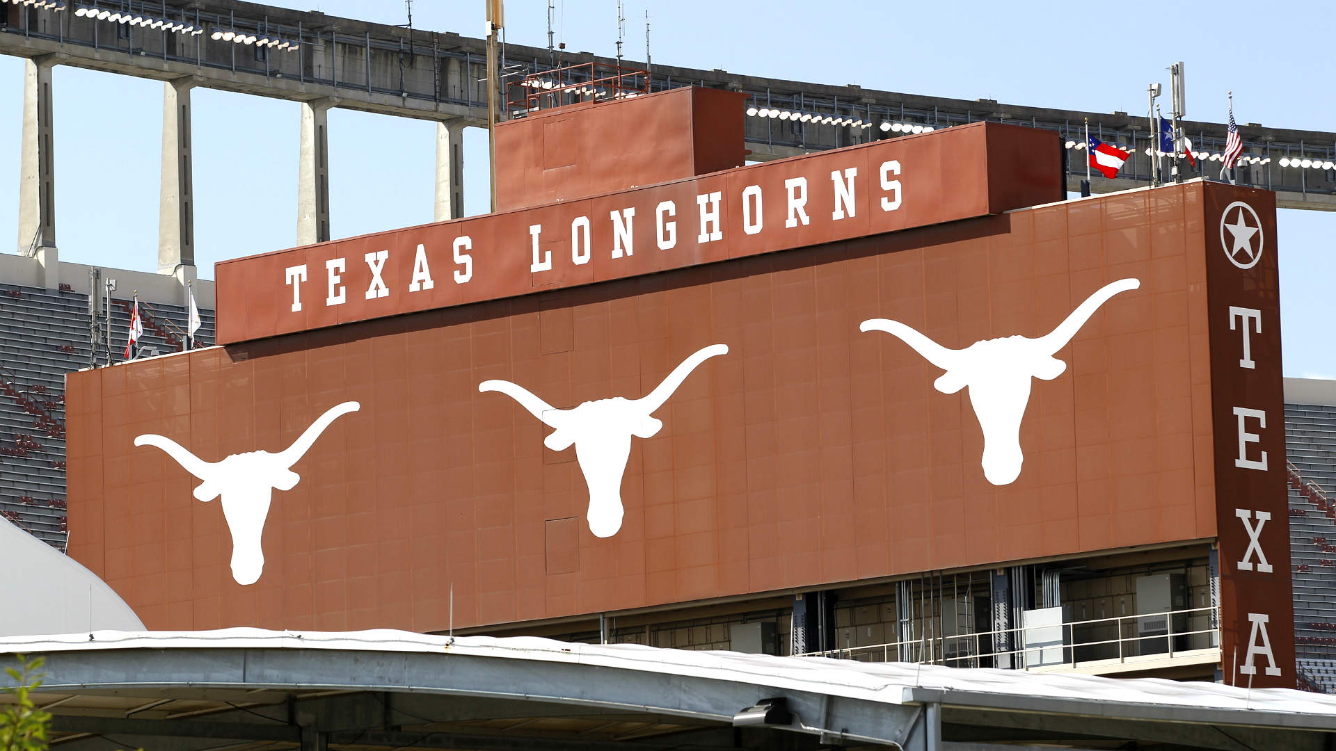 Austin decides against hosting 2015 bowl game; will debut in 2016