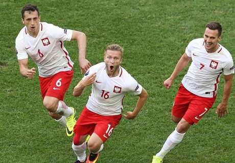 Blaszczykowski fires Poland into last-16