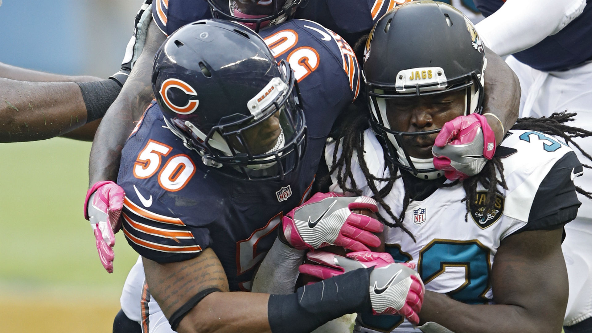 Bears linebacker saves choking man at ABIA