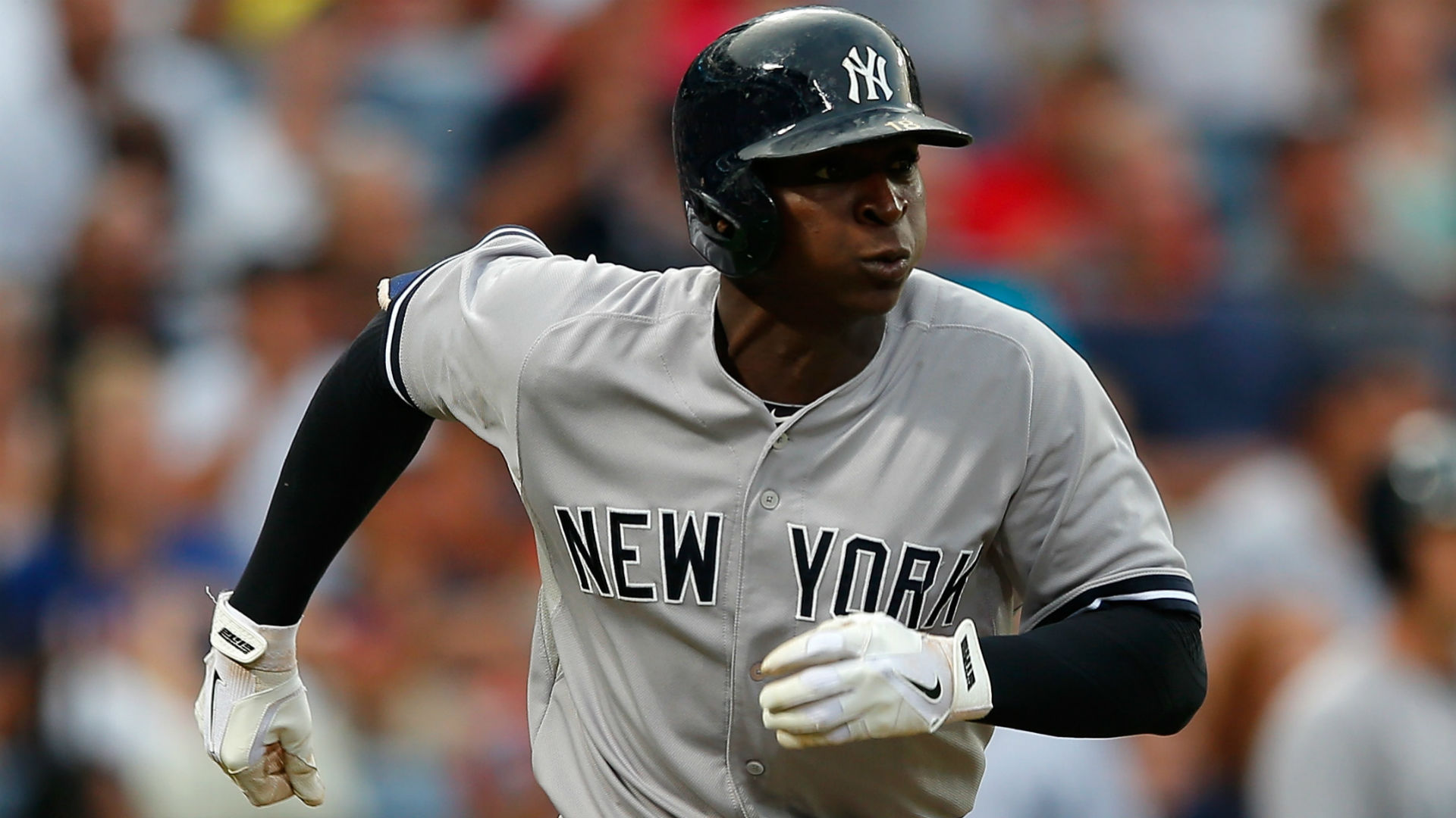 Yanks' Didi Gregorius hurt, leaves WBC