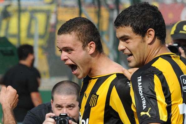 El juvenil Jonathan Rodríguez anotó dos goles en la goleada a Juventud.