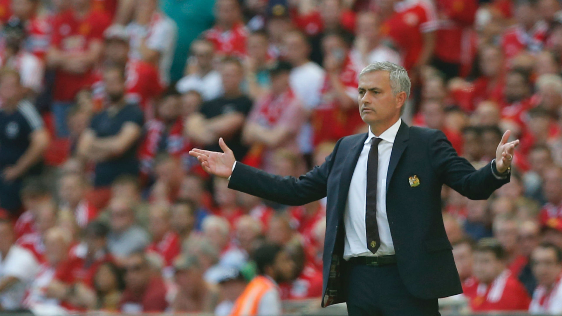 Man United beats Leicester to win Shield