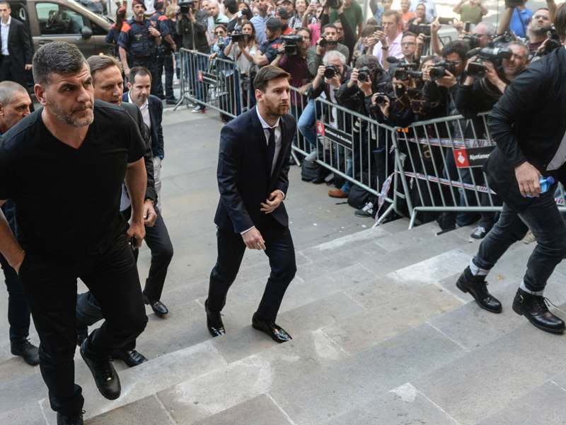 'P*** off and play in Panama!' - Messi heckled when arriving at court