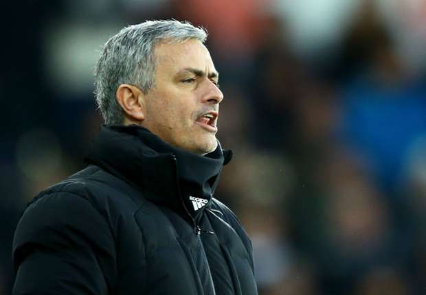 Jose Mourinho Nyaris Dapatkan Steven Gerrard