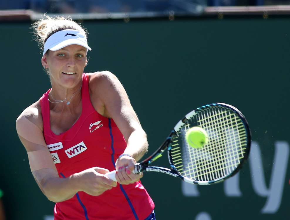 Meusburger crashes out, Bouchard breezes through