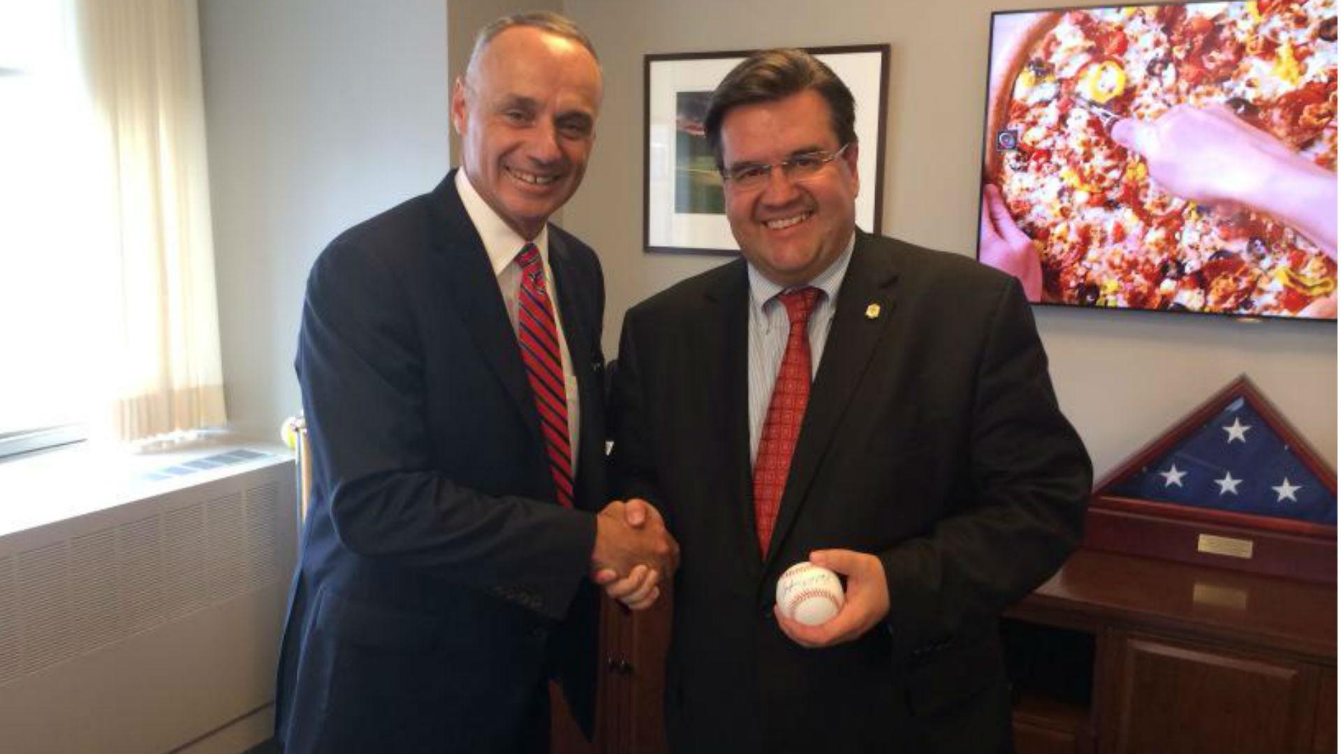 Montreal mayor wants MLB regular-season games in city