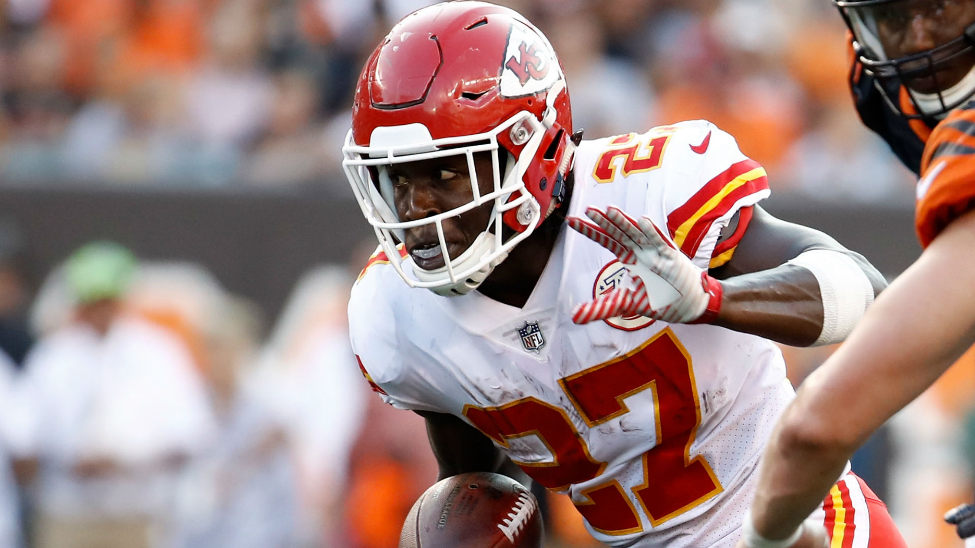 Chiefs RB Spencer Ware carted off with knee injury