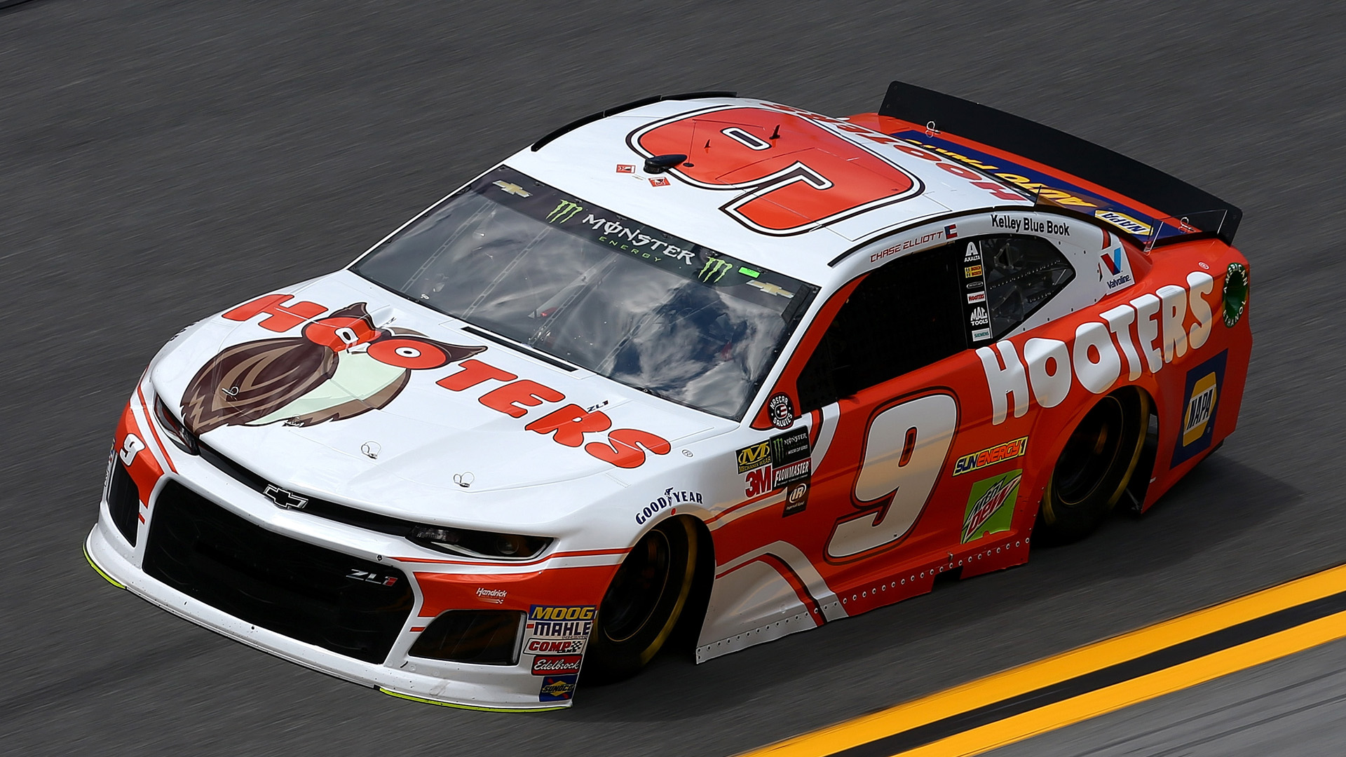 Jones snatches 1st Cup win in crash-filled race at Daytona