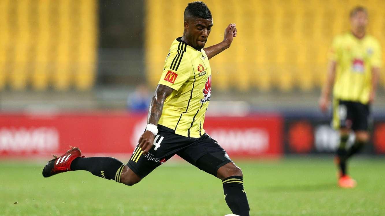 Wanderers sign Bonevacia, Risdon and Thwaite