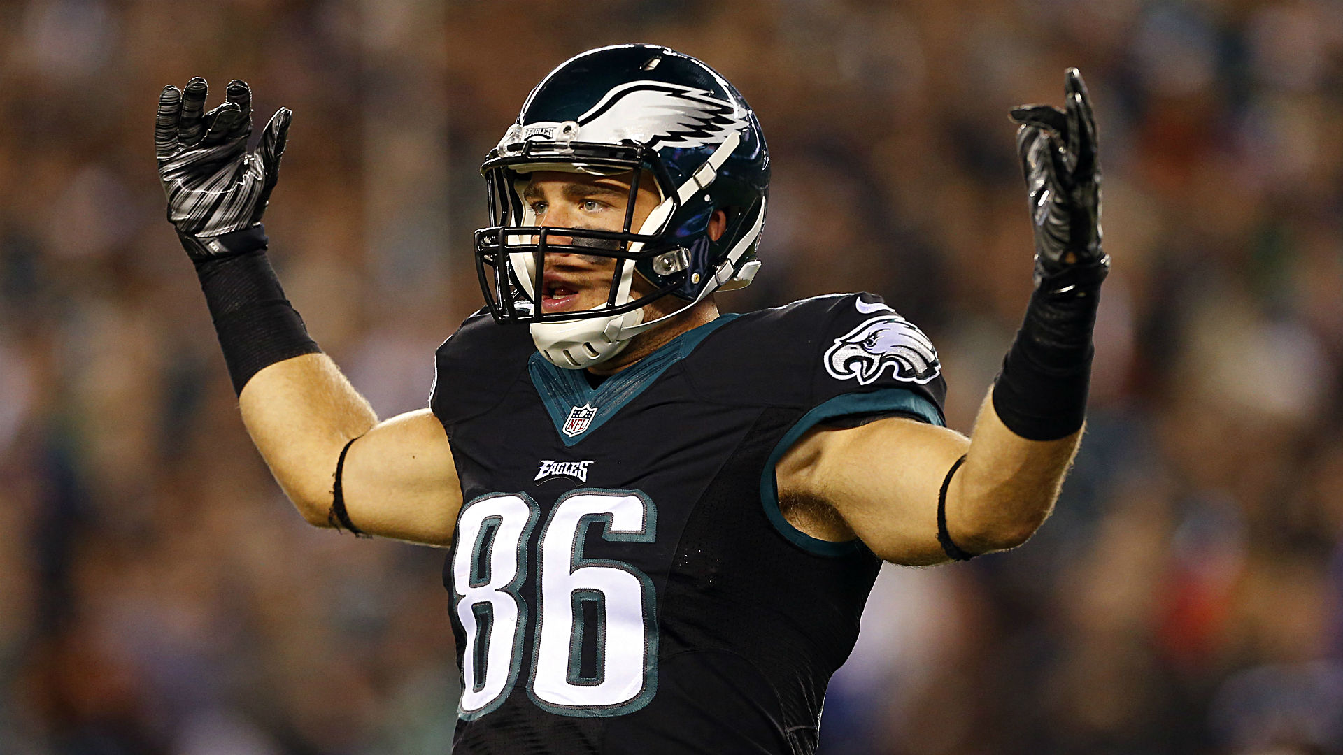 Eagles TE Ertz signs five-year extension