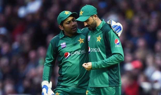 Sarfraz Ahmed Junaid Khan - cropped